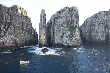 Tasman Peninsula Day Tour with Wilderness Cruise from Hobart